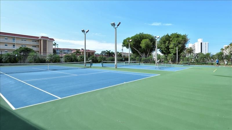 [Description tennis courts
