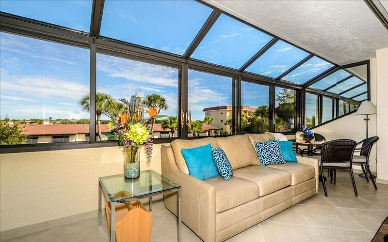 enclosed glass lanai